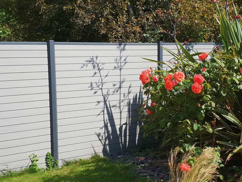 rb-paysagisme-clôture-pleine-en-composite-et-alu