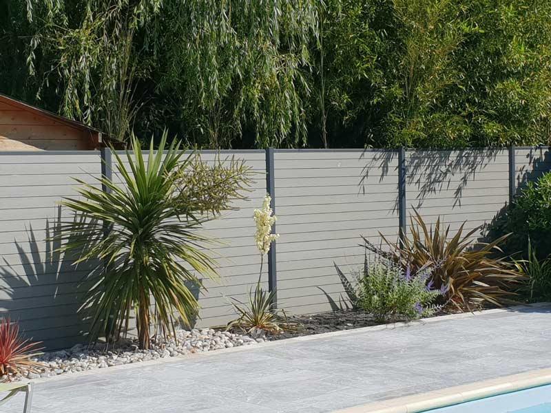 rb-paysagisme-geste-clôture-pleine-alu-et-composite