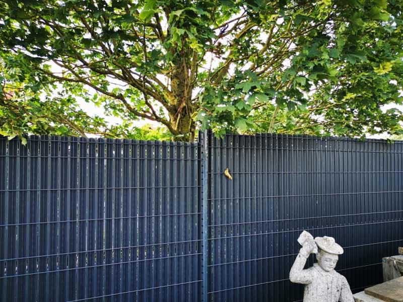 rb-paysagisme-geste-pose-cloture-jardin